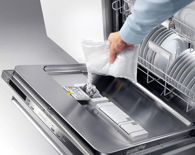 دلایل استفاده از نمک در ماشین ظرفشویی